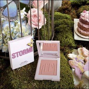 "Kylie Cosmetics Makeup - 🦋New Kylie Cosmetics x Stormi ""Flutter"" Blush🦋"
